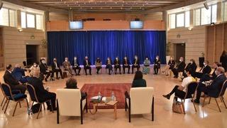 """Los embajadores en el evento """"Memoria en la sala de estar""""."""
