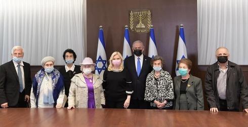 Benjamin Netanyahu y su esposa Sara se reunieron con sobrevivientes del Holocausto un día antes de su conmemoración.