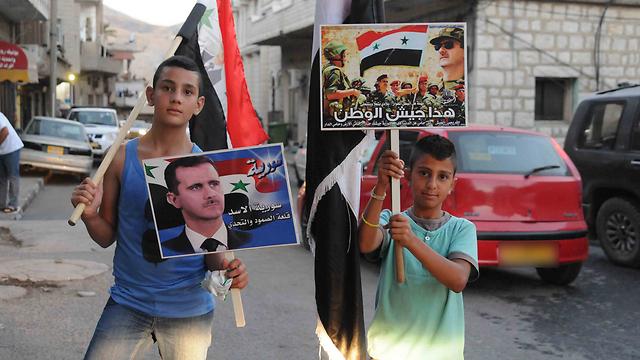 La fiscal en jefe Jóvenes drusos se manifiestan a favor del presidente sirio Bashar al-Assad en Majdal Shams en 2013.la CPI, Fatou Bansouda, y Benjamín Netanyahu.