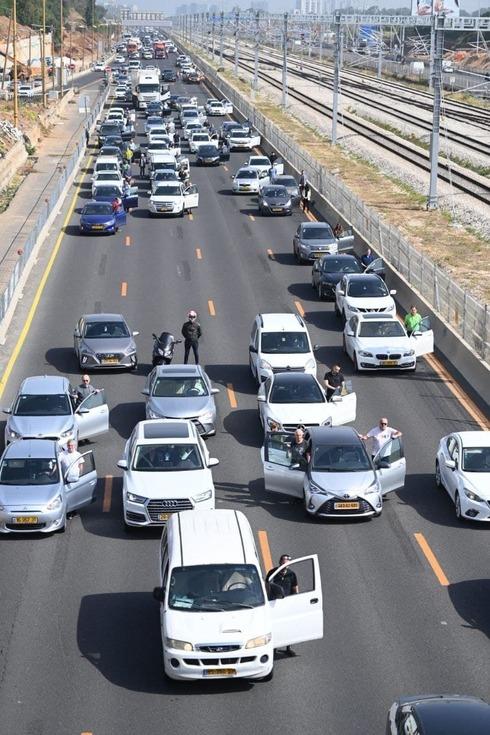 El tráfico vehicular se detuvo en todo el país para guardar dos minutos de silencio en homenaje a los judíos asesinados por los nazis.