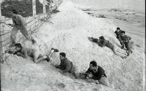 Entrenamiento de soldados israelíes durante la Guerra de la Independencia, 1948.
