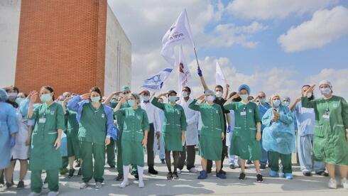 Personal médico del Centro Médico Mayanei HaYeshua durante el festejo del Día de la Independencia en 2020.