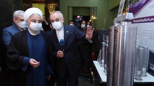 El presidente de Irán, Hassan Rouhani, recorre Natanz un día antes del incidente.
