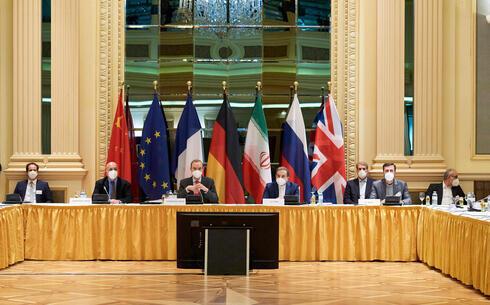 Reunión de las potencias mundiales con representantes iraníes en 2015, en Viena.