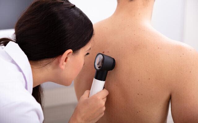 Examen de rutina de la piel.