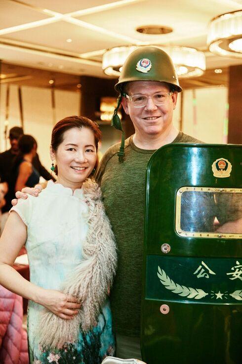 El presidente de la comunidad judía de Taiwán, Ben Schwall, y su esposa Amy.
