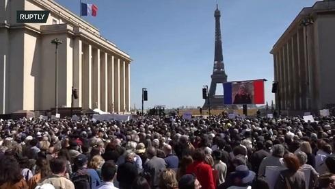 Miles de personas asisten a una protesta en París el domingo por la decisión de la justicia de eximir de juicio al asesino de Sarah Halimi.