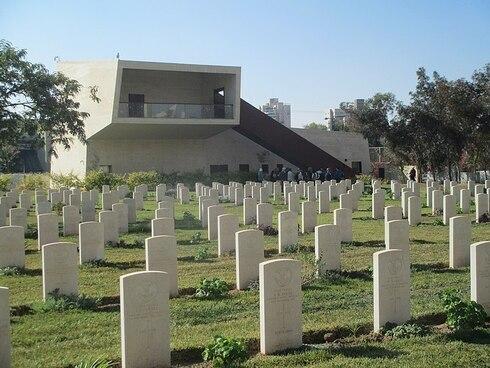 Cementerio de la Commonwealth junto al Centro Beer Sheva-ANZAC para la memoria.