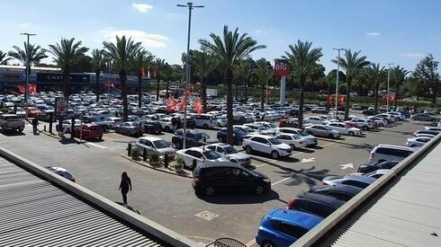 Centro comercial en Pardes Hanna-Karkur.