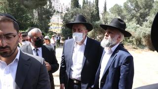 El ministro del Interior israelí, Aryeh Deri, participó del funeral.