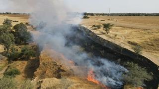 Fuego en el sur israelí por globos incendiarios lanzados desde Gaza.