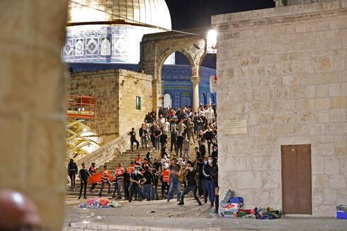 Manifestantes palestinos en el Monte del Templo.