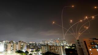 Interepción de misiles por el sistema Cúpula de Hierro en el cielo de Ashkelon.