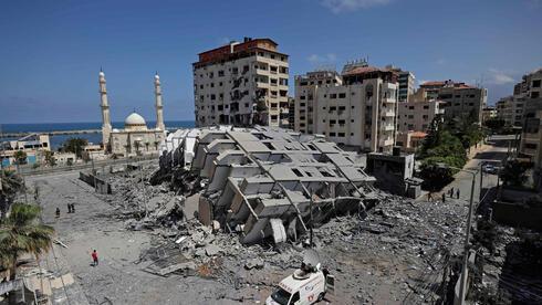 Un edificio de Gaza derrumbado por los bombardeos.
