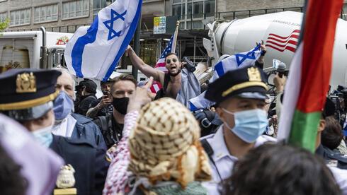 Los activistas se encontraron al frente del consulado israelí en Nueva York.