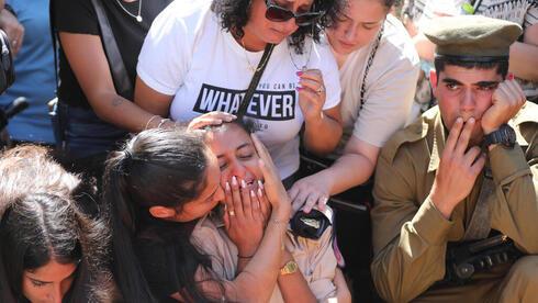 Dolor y angustia en el funeral de Omer Tabib.