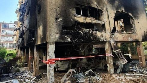 Un edificio en Petah Tikva recibió el impacto directo de un cohete.