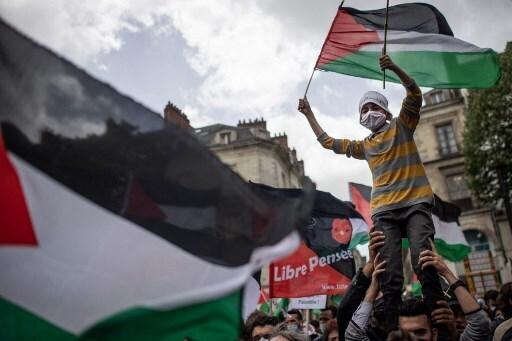 Franceses piden que se detenga la violencia en Gaza.