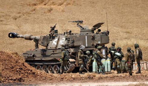 Tropas de artillería de las FDI en la frontera de Gaza el viernes.