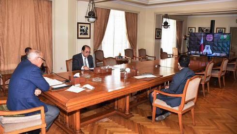 El secretario general de la Liga Árabe, Ahmed Abul Gheit, durante la reunión virtual en El Cairo, Egipto.