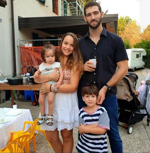 Amit y Tal Biran y sus dos hijos, Tom y Eitan.