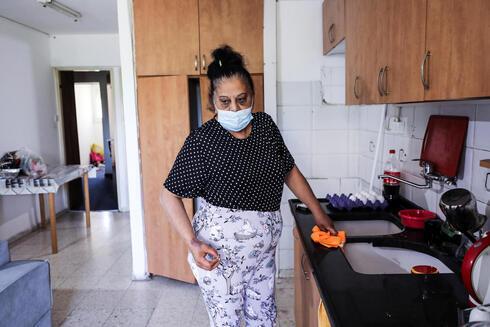 Randa Aweis, la mujer palestina que recibió un riñón de Yigal Yehoushua, en su casa de Jerusalem.