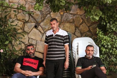 Mahmoud Mahammid Kiwan, padre de Muhammad, en la carpa de duelo tras la muerte de su hijo.