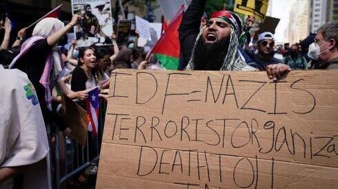 Partidarios pro palestinos se manifiestan cerca del consulado israelí en Manhattan