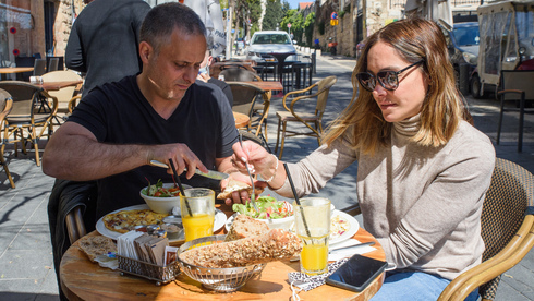 Los restaurantes podrán abrir a plena capacidad.