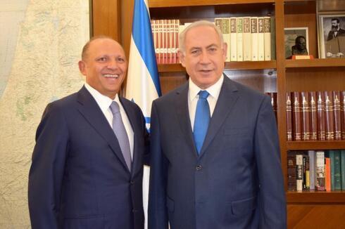 Isaac Assa, fundador de ILAN junto al primer ministro Benjamín Netanyahu.