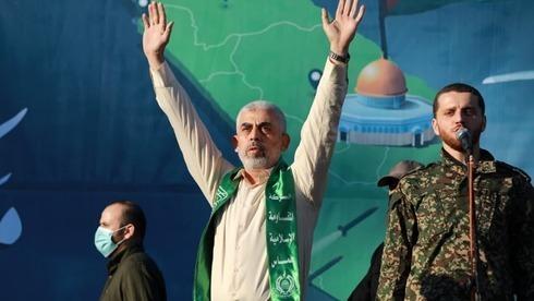 El líder de Hamas, Yahya Sinwar, participó de un memorial por los miembros de Hamas muertos en los combates de mayo.