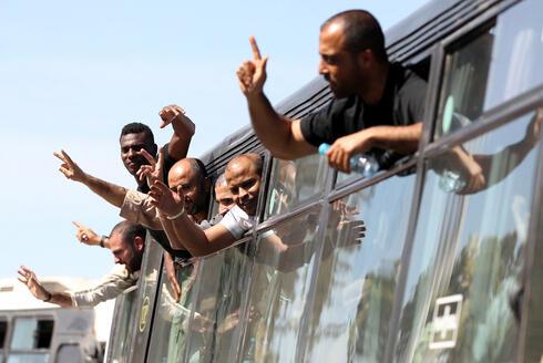 Prisioneros palestinos liberados a cambio del regreso del soldado israelí Gilad Shalit.