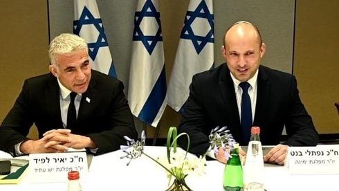 Los líderes de Yesh Atid, Yair Lapid, y de Yamina, Naftalí Bennett, quienes se alternarán en el cargo de primer ministro.