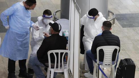 Recién llegados al aeropuerto Ben-Gurion son sometidos a pruebas de coronavirus.