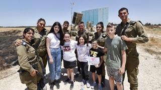 Niños de Ashdod visitan a combatientes de la Cúpula de Hierro.