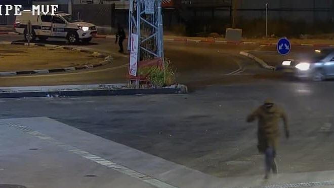 Uno de los sospechosos escapa de la policía.