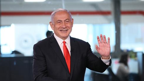 Benjamín Netanyahu en los estudios de Ynet la semana previa a las elecciones de marzo de 2021.