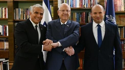 El ministro de Relaciones Exteriores, Yair Lapid; el presidente de Israel, Reuven Rivlin, y el primer ministro Naftalí Bennett.
