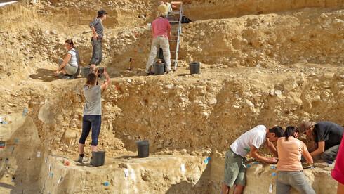 Excavaciones en Boker Tachtit en el desierto del Negev..