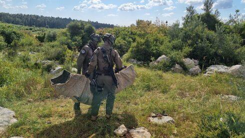 Soldado demuestran cómo el Kit 300 puede ser usado para asistir a heridos.