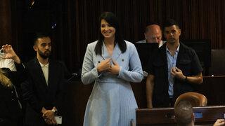 Shirley Pinto durante su juramento histórico en la Knesset.