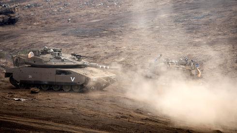 Tanques israelíes en la frontera con Siria.