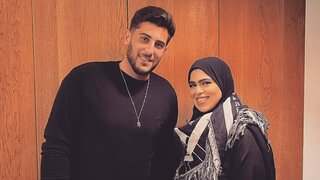 Rudy Rochman con King Norah, una activista emiratí por la paz, en Dubai.