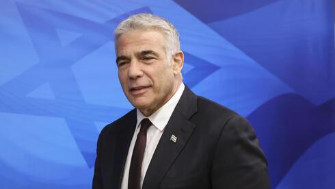 El ministro de Relaciones Exteriores, Yair Lapid, al inicio de la reunión semanal del gabinete el domingo.