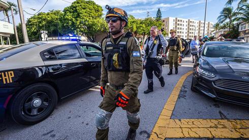 El equipo de búsqueda y rescate israelí en Miami el domingo.