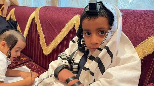 Un judío yemenita en Dubai tras ser rescatado.
