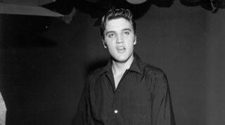 """Elvis Presley en """"The Milton Berle Show"""", 4 de junio de 1956."""