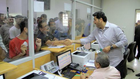 Distribución de la asistencia financiera de Catar en Gaza.