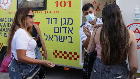 Una mujer recibe la vacuna contra el coronavirus en Tel Aviv.