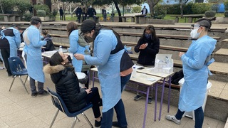 Realización de test rápidos de coronavirus en el Instituto Hebreo de Chile.